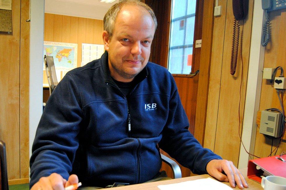 Ap-leiar Hilmar Høl reagerer på Arnestad sitt innhogg.