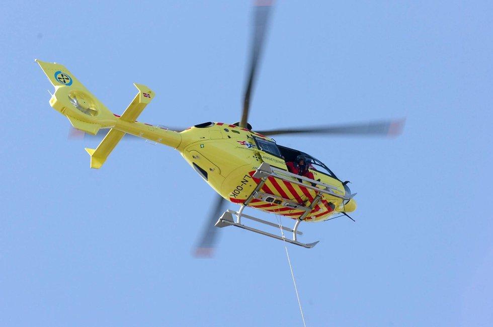 Lastebilføreren ble fraktet til sykehus med luftambulanse.