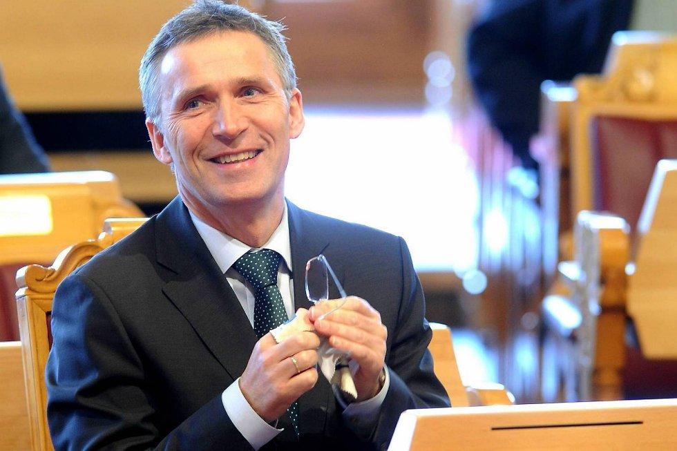 Ap-leder og statsminister Jens Stoltenberg har grunn til å smile: Arbeiderpartiet går fram i ny meningsmåling.