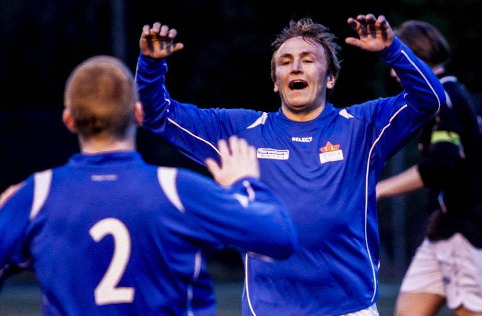 MÅL: Daniel Evensen scoret tre ganger da Sparta vant hele 15-1 mot Tronvik. (Foto: Tobias Nordli)