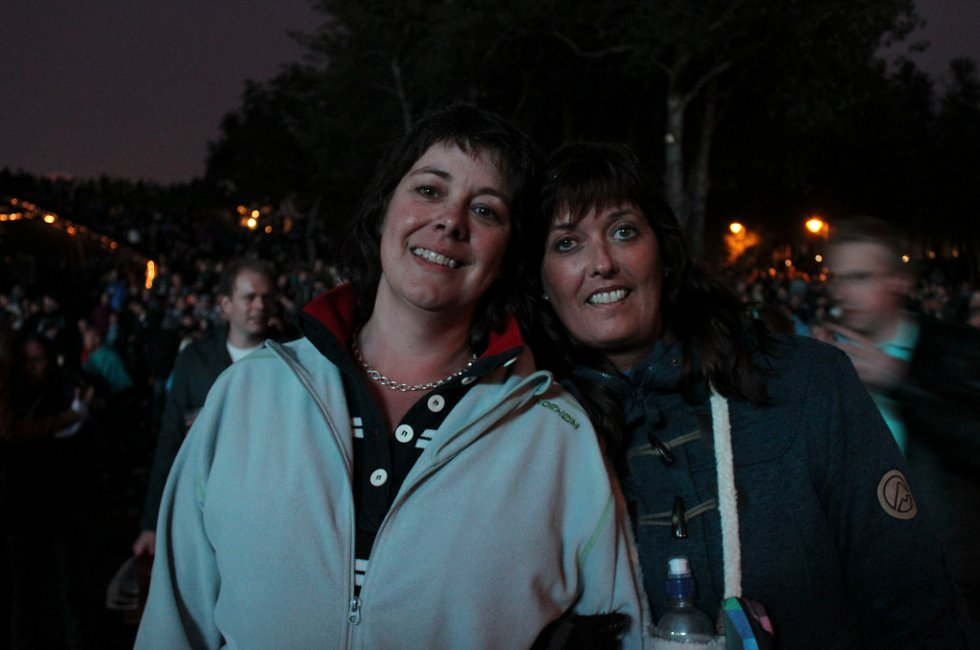 Agneta Nordström og Monica Kollberg er storfans av Roxette, og gledet seg til konserten selv om det regner i Parken.