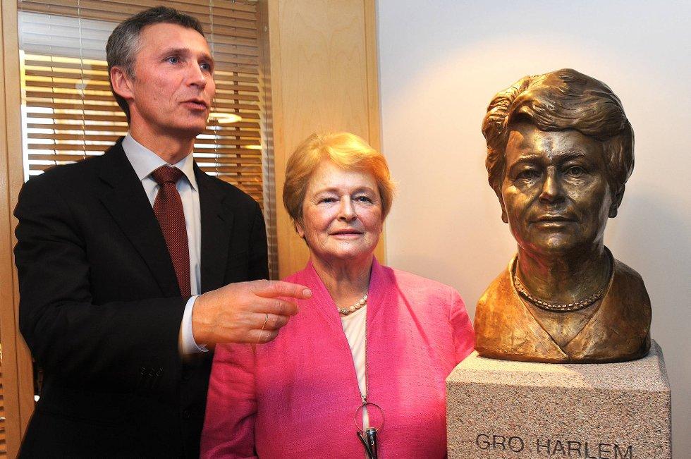 Statsminister Jens Stoltenberg og tidligere statsminister Gro Harlem Brundtland.