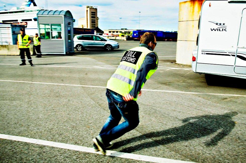 Tollerne skal få bruke blålys og fri fart når smuglere prøver å stikke av.