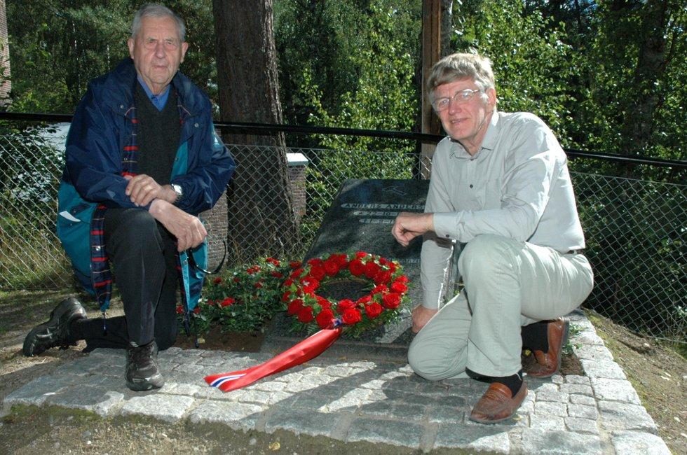 Sverre Bjerkeli og Kai Glemmestad har vært sentrale i arbeidet med å få minneplata til Jevnaker, og tirsdag var det 125 år siden Anders Andersen stiftet Arbeiderpartiet.