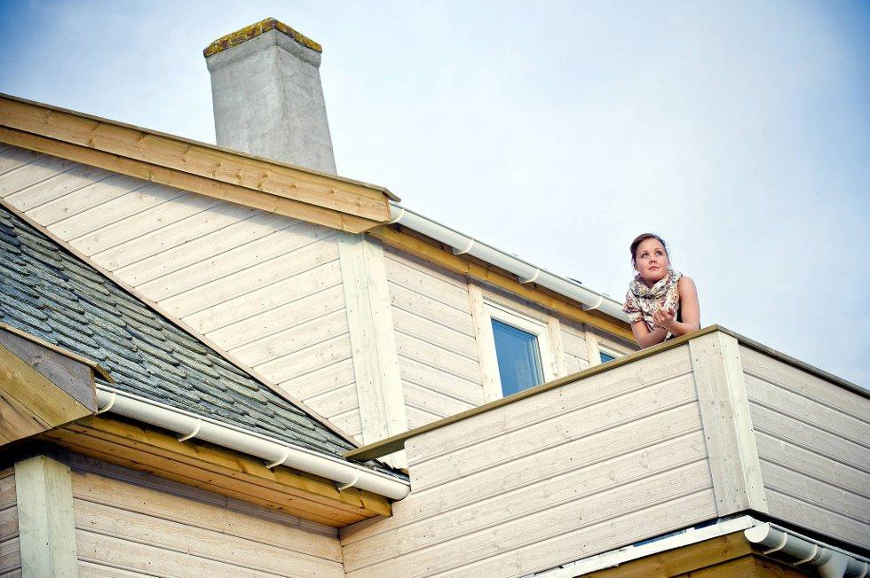 Charlotte Nilsen bodde i Norges kaldeste hus. Nå er hun kjempefornøyd med et hus som er blitt varmt og godt.