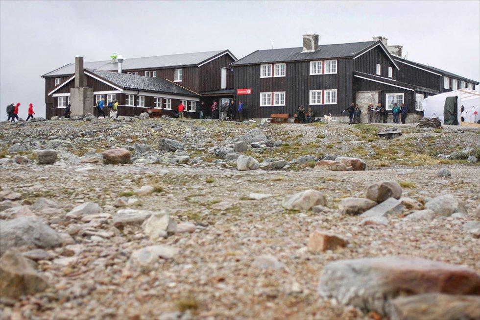 Nye Snøheim: Nesten 6.000 gjester besøkte turistforeningens nye tilbud i 2012. Nå er forskernes dom klar: Alle besøkende bør fraktes med buss. Arkivfoto: Fredrik Mellemseter