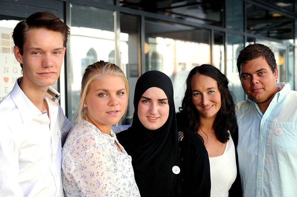 Henrik Wangberg, Johanne B. Lindheim, Sana El Morabit, regissør Kari Anne Moe og Haakon Veum  er aktuelle med  filmen «Til ungdommen».