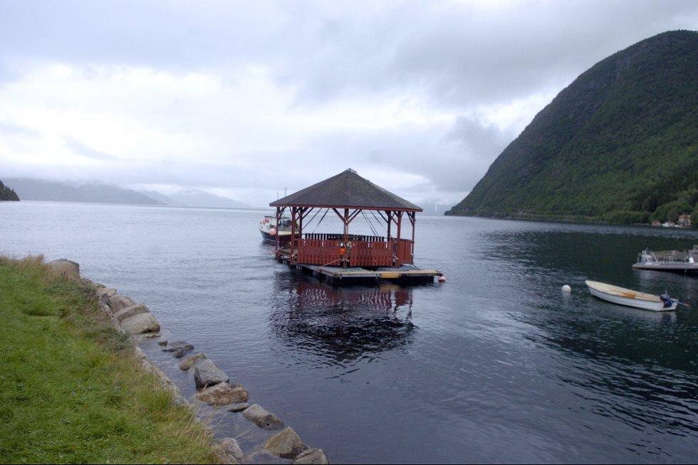 Paviljongen på veg til Framfjorden.