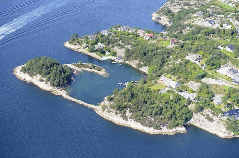 Eiendommen har egen molo, kaiområde og egen øy!