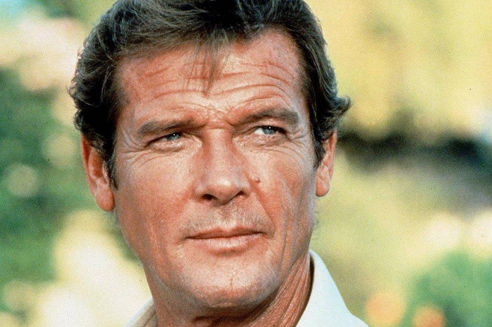 Roger Moore som James Bond.