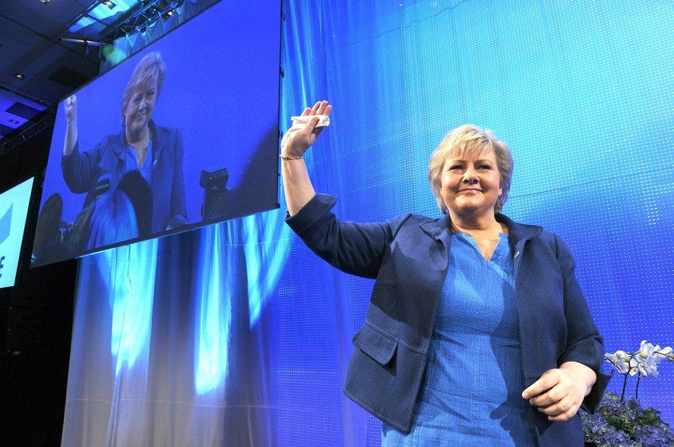 Høyre-leder Erna Solberg gleder seg over den borgerlige fremgangen. Hun mener nøkkelen til fremgangen er Høyres politikk og at folk ser at partiet har andre løsninger enn den sittende regjeringen.