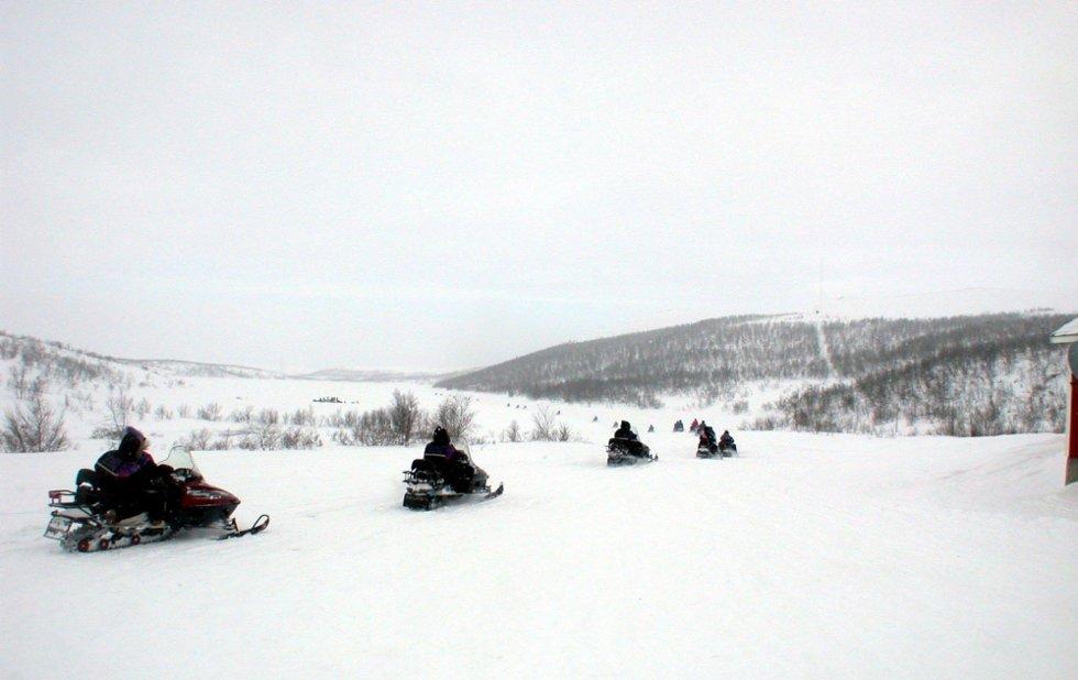 FORSINKET: Hattfjelldal, Vefsn, Grane, Hemnes og Rana ønsker å utvikle vinterturisme i fellesskap gjennom utvidelse av scooterløyper. Planene blir forsinket av sein saksbehandling. (Foto: Arkiv)