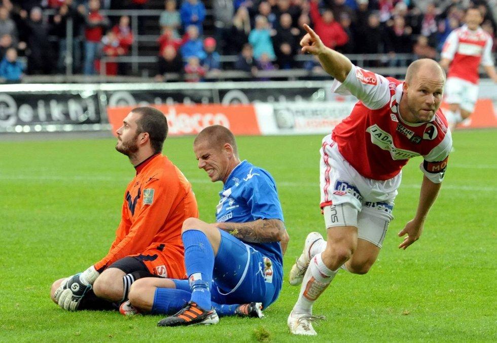 VILJE: Roger Risholt scoret mot Sarpsborg og var en av Bryne-spillerne som gikk tom etter hardt arbeid mot Sarpsborg. Bryne-kapteinens krefter tok slutt midtveis i andre omgang. (Foto: Svein Hagen)