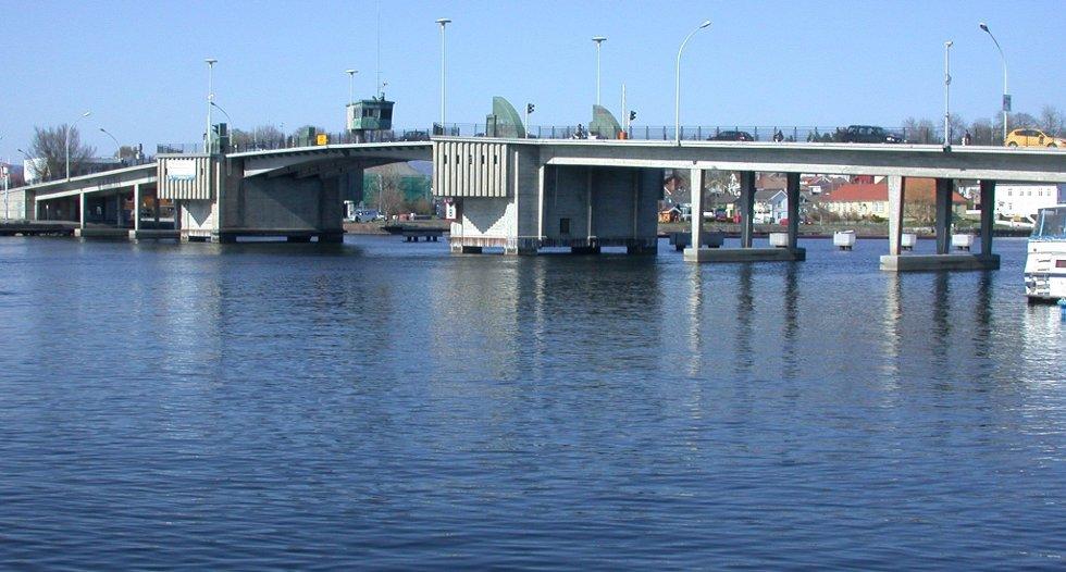 En mann prøvde i ettermiddag å svømme over elva. Arkivfoto.
