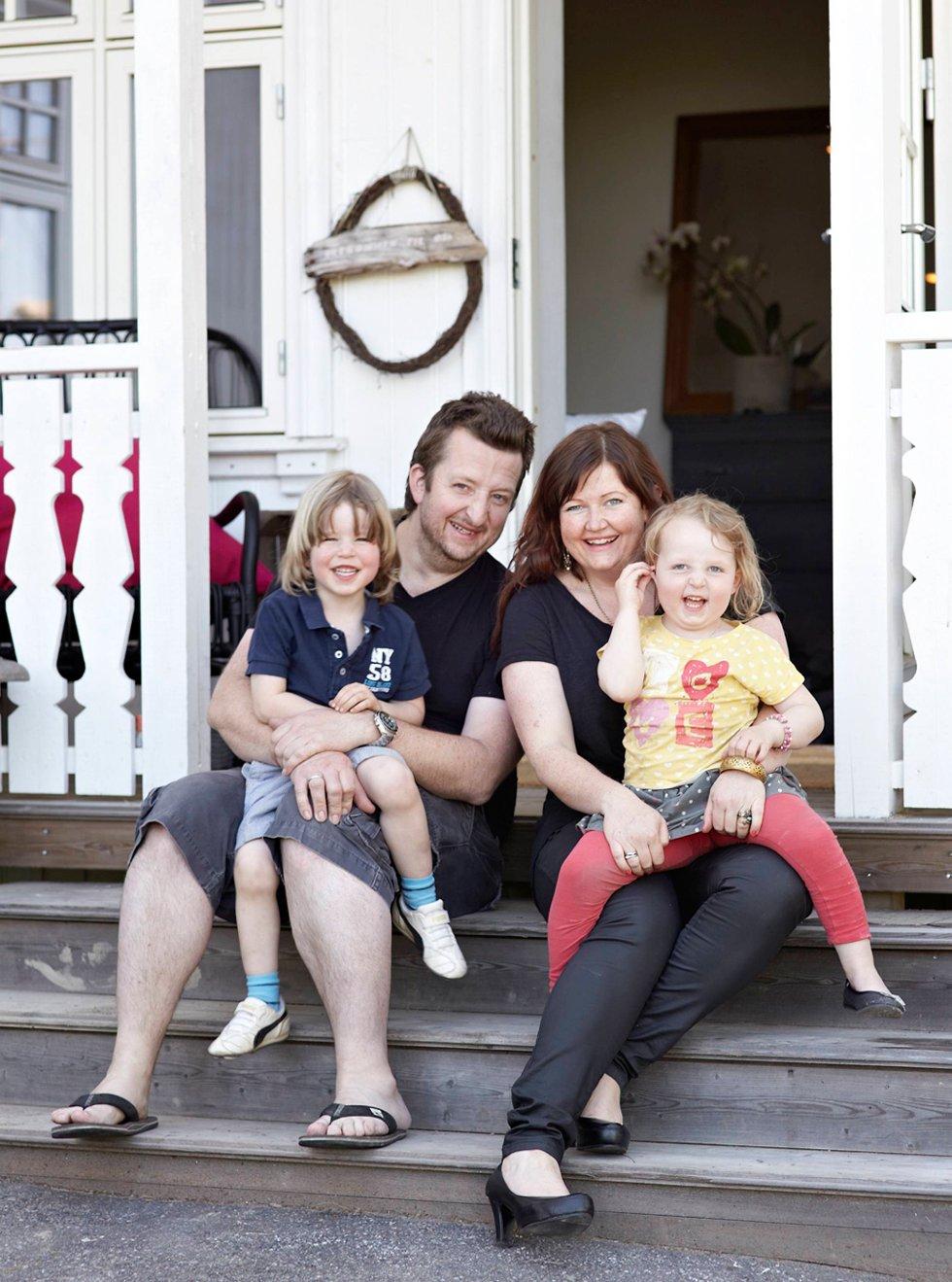 Monica Bromse, Even Schaanning og barna Ludvig Thomas (5) og Milla Karlotte (4) bor i Norges vakreste hjem.