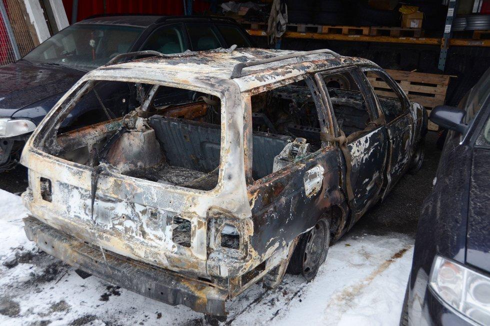 Bilen som brant ved Steinsholt natt til lørdag