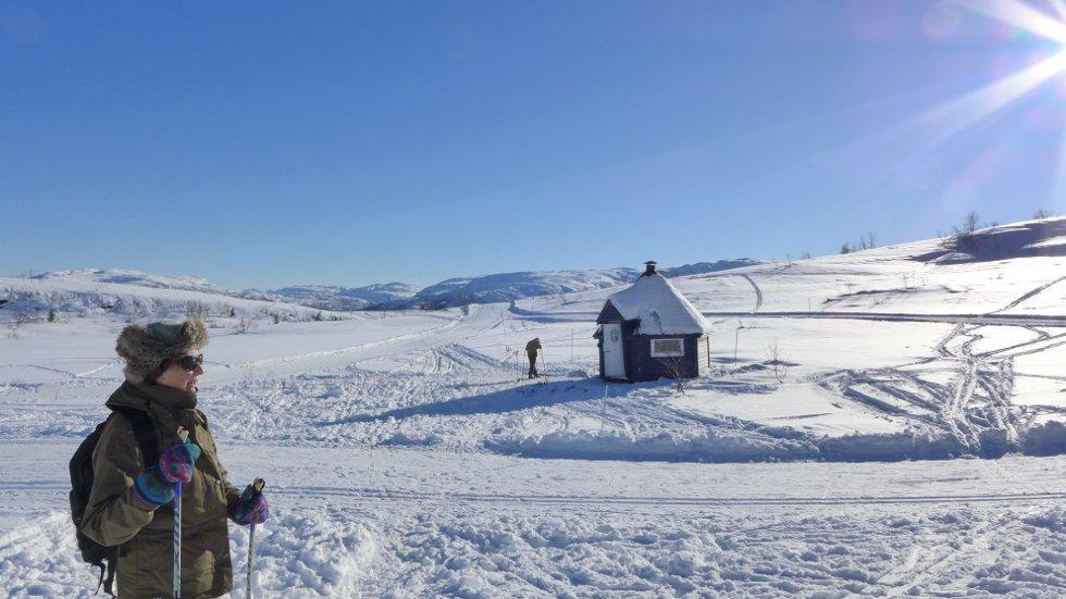 Vinterferiebilde fra Voss Resort -  Åsneshytta på Hanguren med Gråsida i bakgrunnen, 24. feb. (Foto: Jan Einar Thorsen)