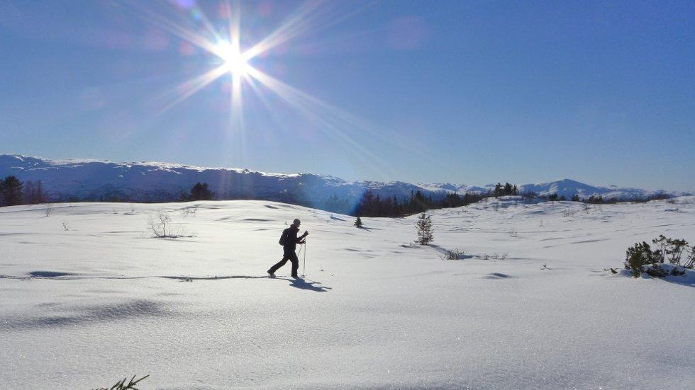 Vinterferiebilde fra Voss Resort/Kisseldur med Gåsida i bakgrunnen, 24. feb. (Foto: Jan Einar Thorsen)