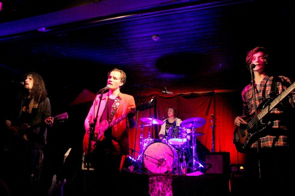NOMINERT:  Rockebandet Raggdolls; Johan Grødal (fra venstre), Vegard Trenmo Ring, Håkon Kvam og Åsmund Aalbu Rasmussen, samt danseren Sindre Sten Vik er nominert til Drømmestipendet 2013 . Foto: Siv Storløkken