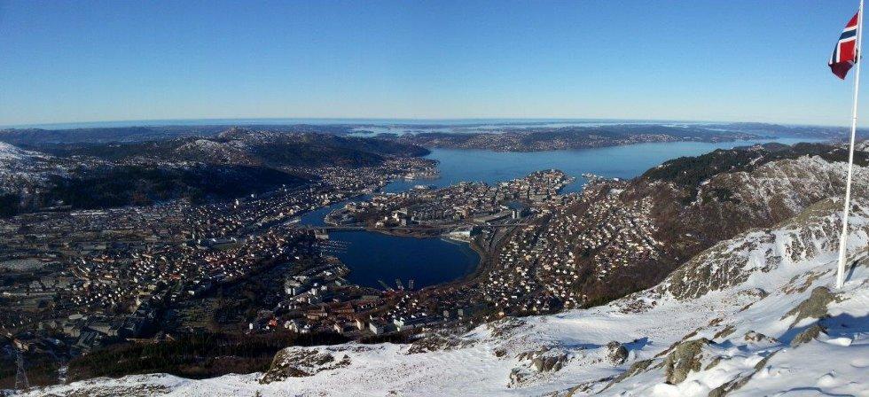 Bilde er tatt lørdag 23 februar 2013.                 En fantastisk dag på Ulriken.                 Ble sittende lenge å bare nyte utsikten av byen vår.                                                    (Foto: Jan Arnesen)