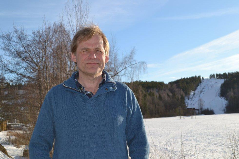 Fotballbokforfatter Øivind Steen Jensen bosatte seg like i nærheten av Brattbakken for 30 år siden.