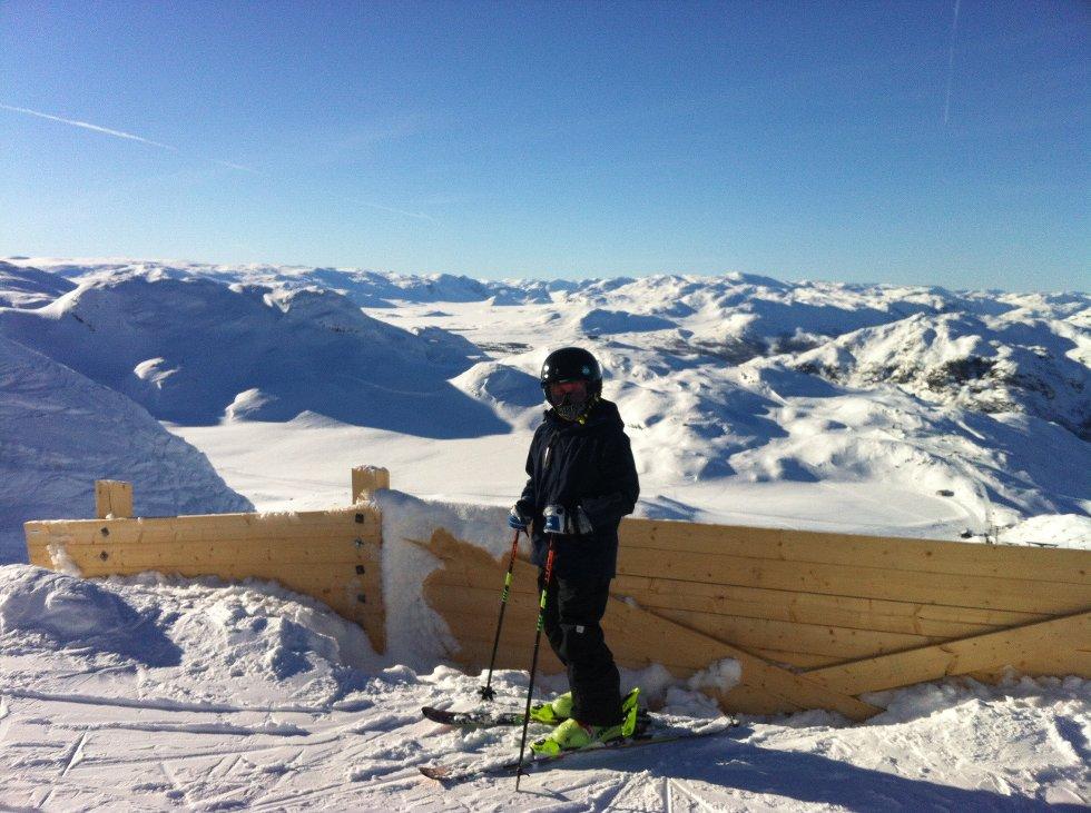 Sender et bilde av Sander Nistad Stien tatt på Totten, Hemsedal, 1497 meter over havet.                 Bildet er tatt av pappa Tor Ivar.                  (Foto: )