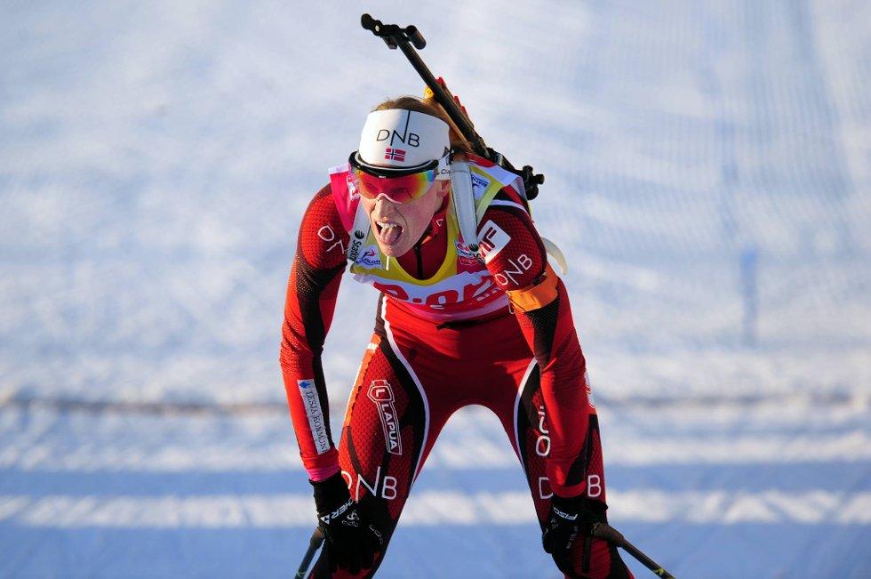 Tora Berger klarte ikke å redde Norge under stafetten i skiskyting lørdag. Hun gikk til slutt inn på en femteplass.