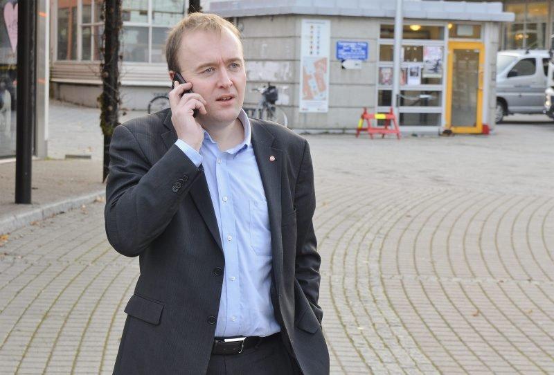 Talsmann. Eirik Sivertsen er Arbeiderpartiets nye boligpolitiske talsmann. I 2009 ble det kjent at Sivertsen leide ut hybel ulovlig. Da var han leder for planutvalget i Bodø. Jeg levde ikke opp til kravene mange hadde til meg. Jeg syns det var pinlig, sier Sivertsen til Avisa Nordland.