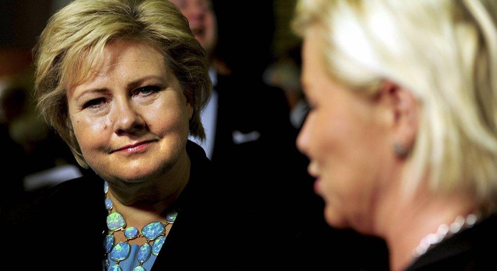Erna Solberg (H) med Siv Jensen.