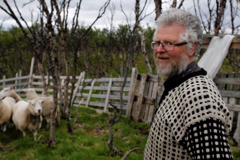 GEBYRBOMBE: Arild Wiltmann Kero ble først bedt om 78.100 kroner for en landoppmåling. Han tror ikke kommenes egne regler gir dekning for å kreve urimelige høye gebyrer. Rådmannen lover å behandle saken på nytt, om bonden klager.