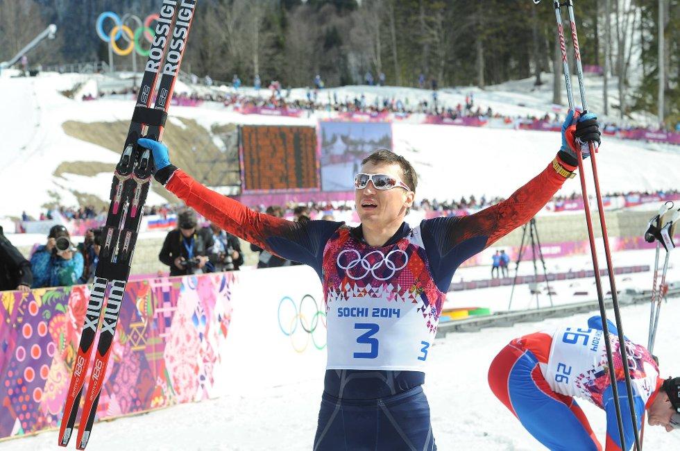 Alexander Legkov jubler etter seier på femmila.