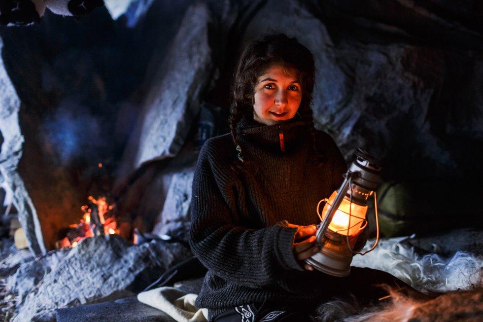Ida Løken bur i ei fjellhole. No går ho og livet hennar nærast verda rundt.