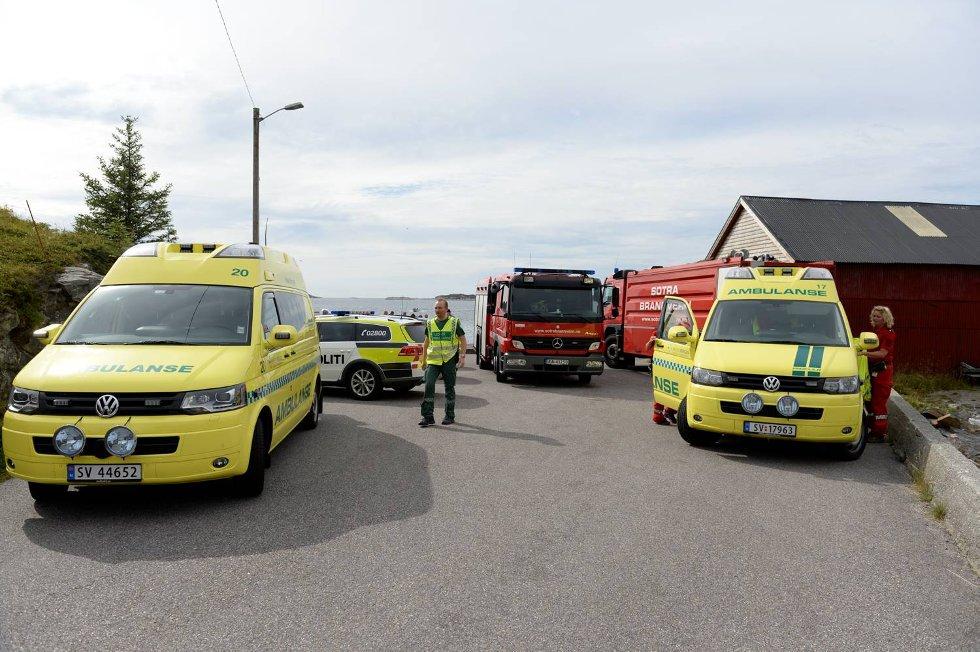 Det var storutrykning til Landrovågen i Fjell kommune. De to dykkerne ble funnet i god behold.