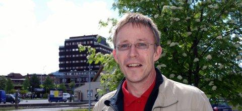 KRITISK: Dag-Henrik Sandbakken har vært sentral i arbeidet med å få helsearkivet til Tynset. (Foto: Karin Tørklep Sletten)