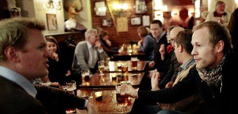 Erik Eldjarn og Kristoffer Svendsen er blant dem som sørger for at Tromsøs kafeer og utesteder fylles opp.