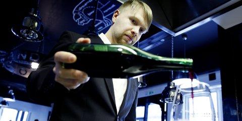 Robert Lie vinkelner og har vunnet fire NM, ett EM og ett nordisk mesterskap i vinkelnerfaget.