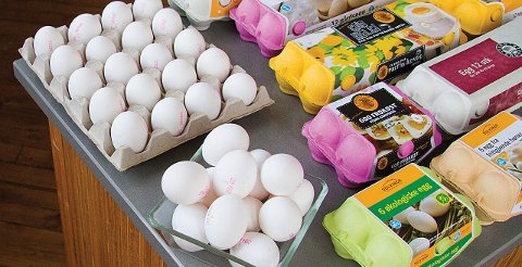 Egg selges under ulike navn, logoer og kartongfarger.