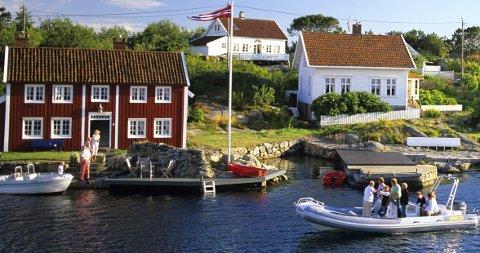Salget av hytter i de dyreste områdene ved sjøen på Sørlandet går tregt nå, melder meglerne.