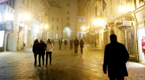 En vinterkveld i gamlebyen i Bratislava. Turister er ikke å se.