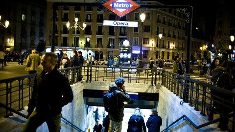 Der noen av byens plazaer oppsøkes på grunn av severdighetene, fungerer andre mer som trafikknutepunkt.