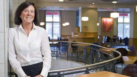 GRØNT LYS FOR BLÅTT HÅR: Kommunikasjonssjef Margaret Brusletto i McDonald's. FOTO: MCDONALD'S