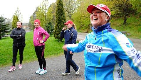 Etter to måneder var det tid for testløp nummer to for deltakerne i Utfordringen 2012. Synnøve Frugaard er strålende fornøyd. I bakgrunnen står Karen Anine H. Eliassen, Mona Westgård Lund og Silje-Marie Henriksen.