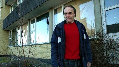 Nabo til gamle Såner ungdomsskole, Stein Johan Winæs, synes ikke Vestby kommune overbeviser som eiendomsforvalter, og frykter for hva som kan skje hvis Hølen og Garder skole utsettes og legges ned.