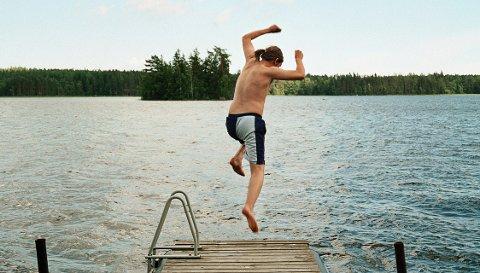Hopper du i det og trekker inni i landet, trenger ikke hytte ved vannet å koste deg skjorta.