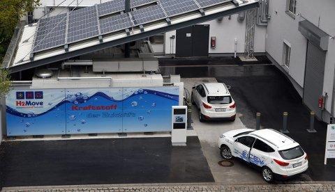 ISE Fraunhofers H2 fyllestasjon i Freiburg drives med solceller.