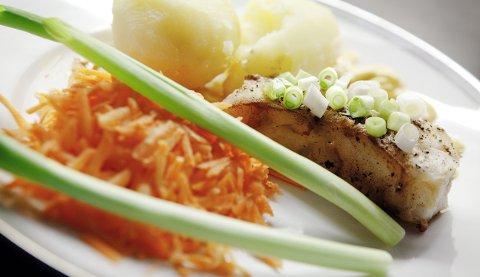 En liten tallerken med riktig mengde av sunne matvarer. Dette er Trond Steines middag.