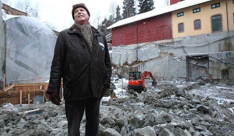 Petter Olsen i anleggsområdet på Ramme gaard hvor det skal bli Munch-galleri under bakken.