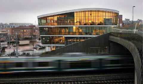 LEVENDE SENTRUM: Balansen mellom boliger, handelstilbud og kulturtilbud i Asker sentrum trekker folk fra hele kommunen til seg. ¿FOTO: ulf hansen.