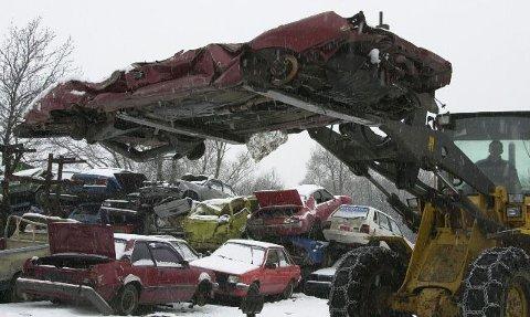 Så flat blir en bil etter å hga vært gjennom pressen hos Lier Bilgjennvinning.