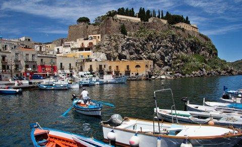 Mange lever av fiske på Sicilia og De eoliske øyer.